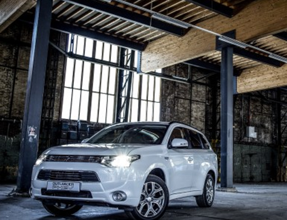 Mitsubishi Outlander PHEV wint Innovation Award